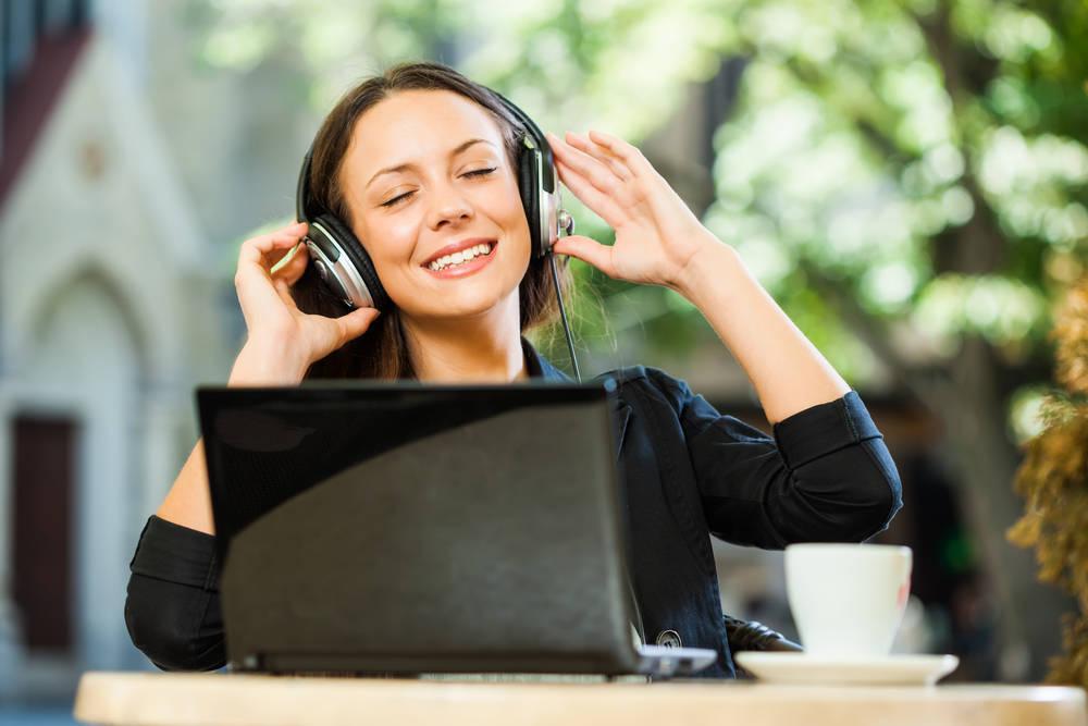 En el trabajo, ¿mejor con o sin música?