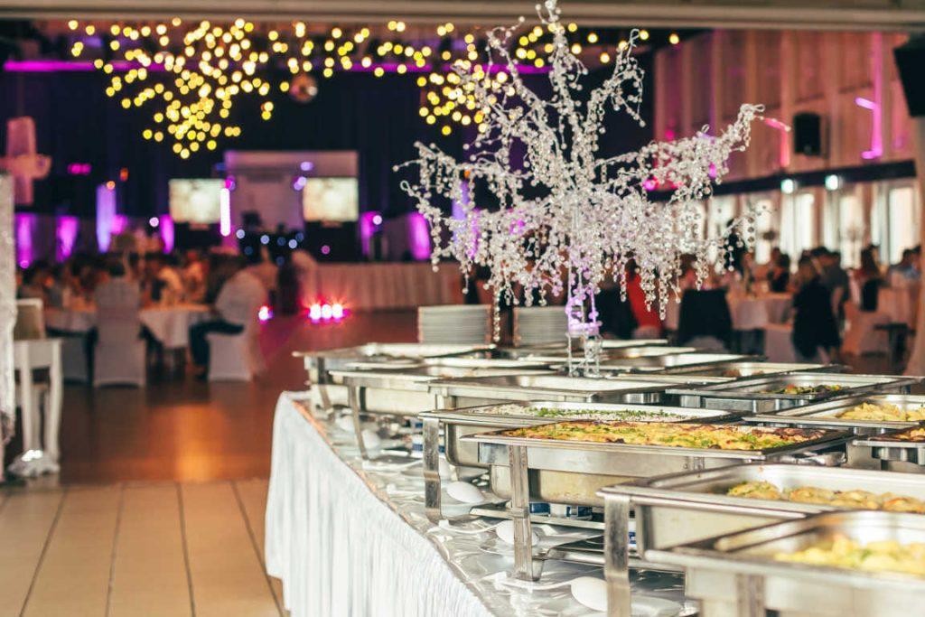 Los caterings son la solución más socorrida para las empresas y ahora también para las familias.
